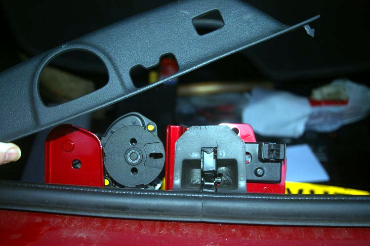 How to fit a wireless reversing camera to a Peugeot 308SW estate